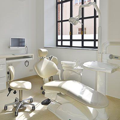 """Behandlungszimmer der Zahnarztpraxis """"Alte Schmiede"""""""