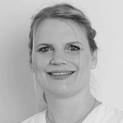 Frau Dr. Christine Drechsler: Ihre Zahnärztin & Zahntechnikerin – spezialisiert auf Zahnersatz und ästhetische Zahnheikkunde