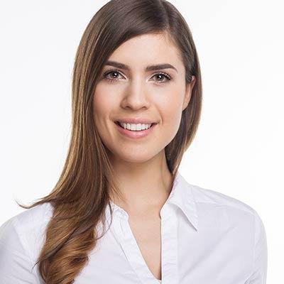 Frau Zahnärztin Larissa Kanz: Ihre Spezialistin für Zahnerhaltung und Zahnfleischerkrankungen
