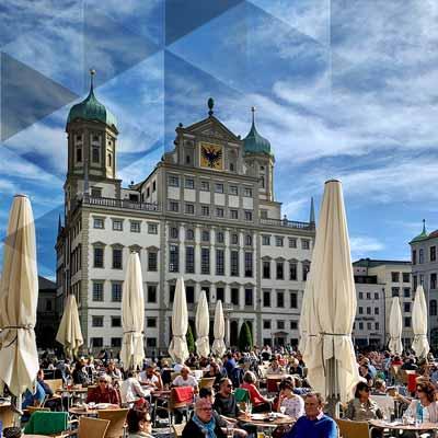 Augsburger Rathausplatz mit dem Rathaus im Hintergrund