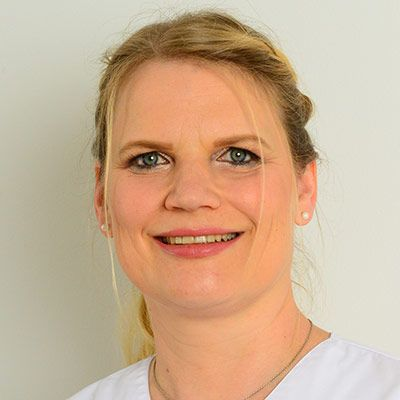 Frau Dr. Christine Drechsler: Ihre Zahnärztin & Zahntechnikerin - spezialisiert auf Zahnersatz und ästhetische Zahnheikkunde