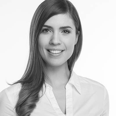 Frau Zahnärztin Larissa Kanz - Ihre Spezialistin für Zahnerhaltung und Zahnfleischerkrankungen