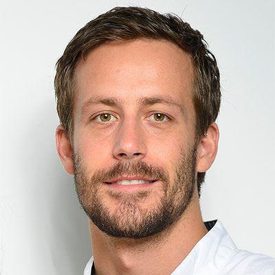 Herr Dr. Thomas Schneider: Ihr Fachzahnarzt der Oralchirurgie - Spezialist für Implantate und Zahnheilkunde